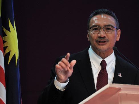 Don't listen to Tun M, Hishammuddin tells Umno members