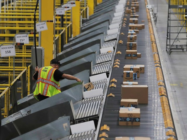 Over 600 Amazon warehouse workers at 148 facilities could have gotten COVID-19, but total numbers are hard to determine because Amazon hasn't been telling its warehouse workers about all cases, multiple employees say