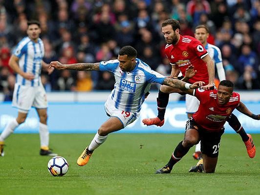 Man Utd slip lets Aguero send Man City clear
