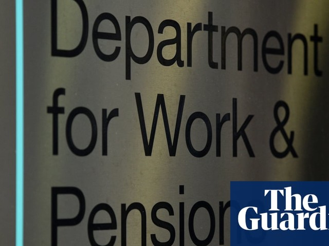 Universal credit wait fuels poverty and food bank use, says research