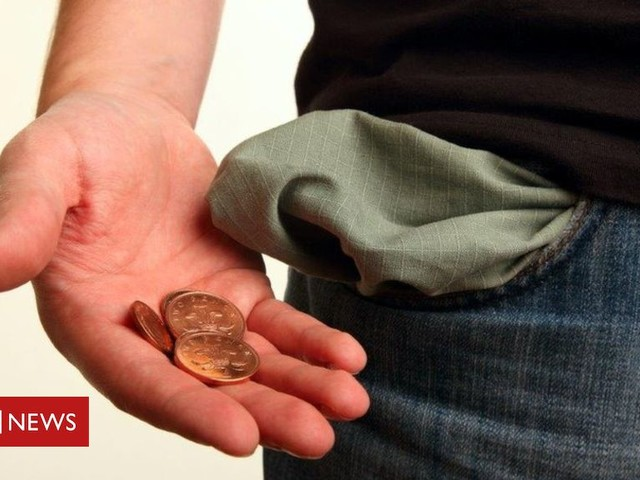Student forced to turn to food bank by loan delay