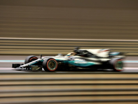 Hamilton on top in Abu Dhabi with record lap time