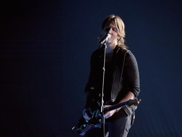"""Keith Urban, Supportive Male, Releases Harvey Weinstein-Inspired Song """"Female"""""""