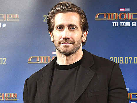 Jake Gyllenhaal Clarifies Whether He Showers After Controversial Bathing Habit Comments