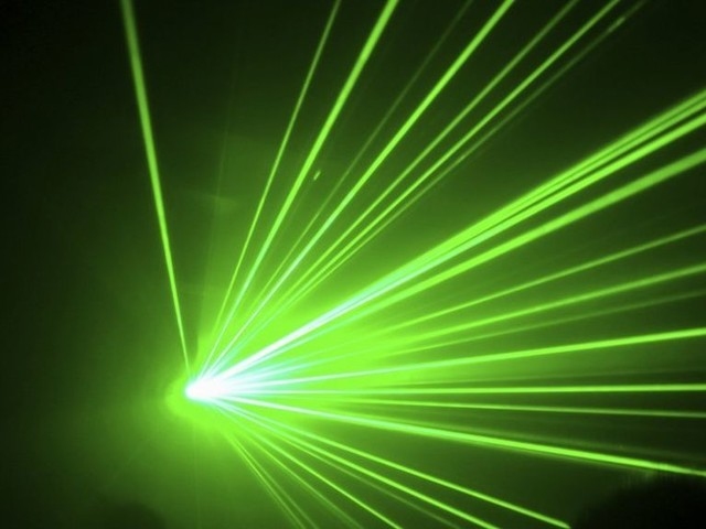 Government to consider laser pen licence after attack rise