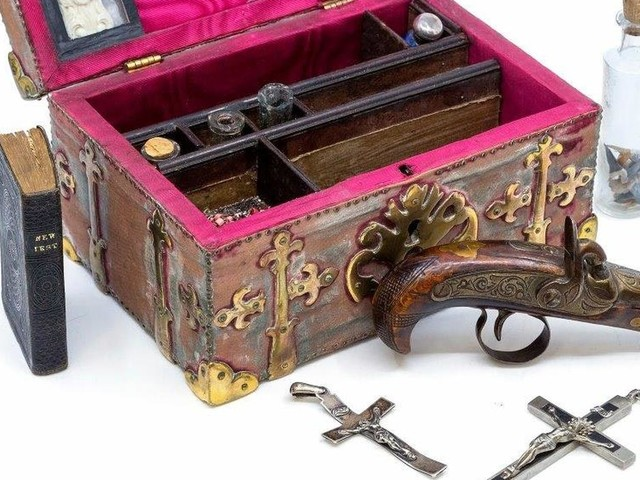 'Vampire-slaying kit' containing silver knife and crucifixes up for auction