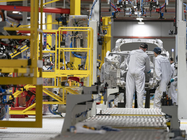 Aston Martin, McLaren and Morgan suspend production