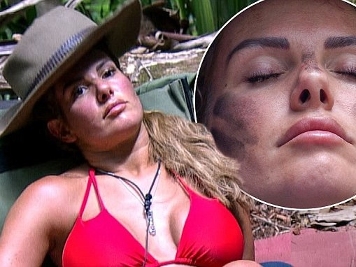 I'm A Celeb's Rebekah Vardy uses MUD to contour her face