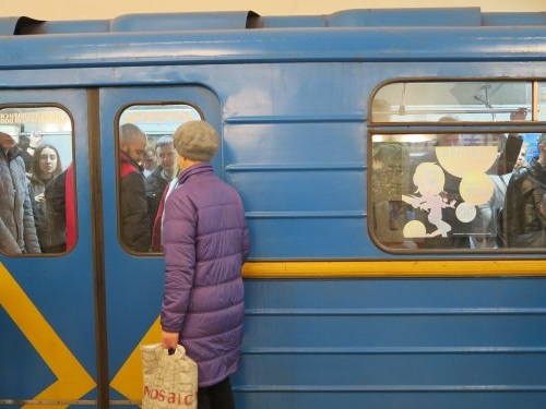 Here's what it was like to ride the Kiev Metro and travel through its deep underground stations