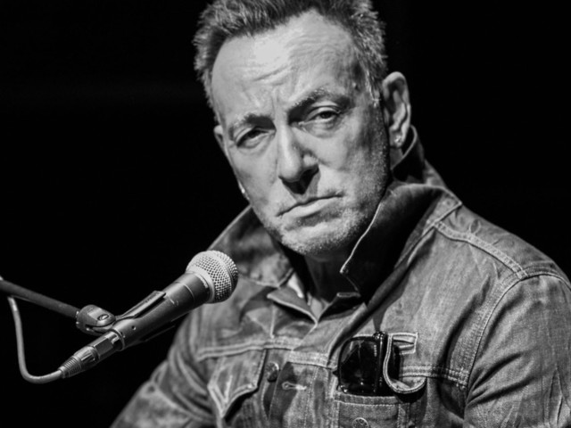 Review: Bruce Springsteen Comes to Broadway