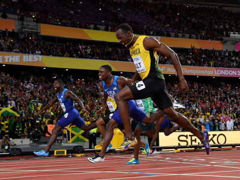 Jeered Gatlin gatecrashes Bolt's 100m farewell party