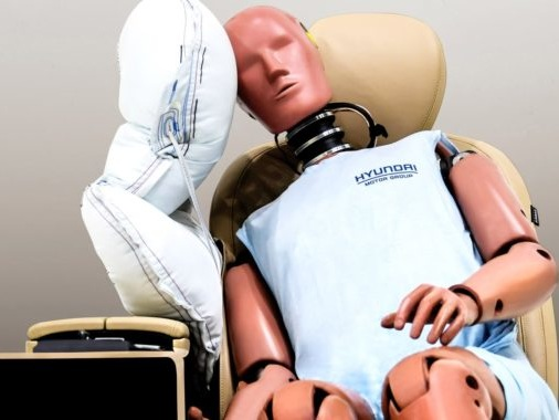 Hyundai Motor Group Develops Airbag Which Expands Between Driver And Passenger
