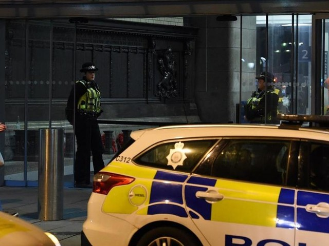 Five people 'stabbed' at Manchester shopping centre