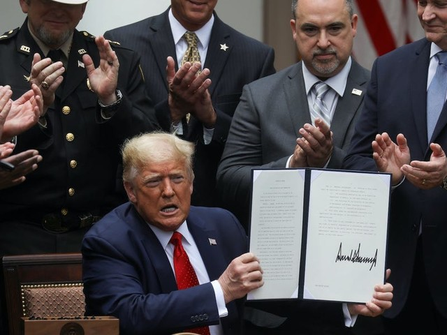Trump's executive order on policing is pro-police and doesn't call for major changes