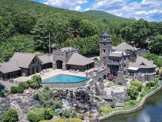 Take a tour of Derek Jeter's incredible lakeside castle in New York, which is on the market for $14.75 million