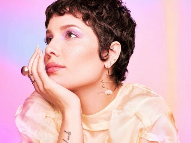 Singer-Branded Beauty Subscriptions - Ipsy and Halsey Team Up for Beauty Subscription Packs (TrendHunter.com)