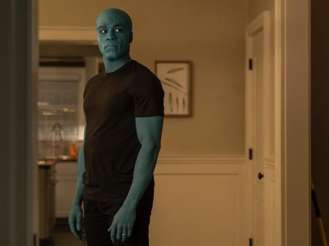 Watchmen Costume Designer Details Doctor Manhattan's Look, Teases a Finale Surprise