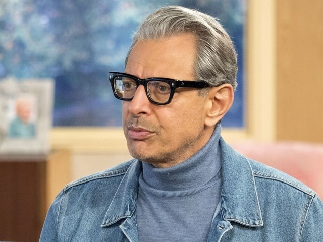 'Jeff Goldblum has a crush on Holly Willoughby!' Jurassic Park actor FLIRTS with This Morning presenter