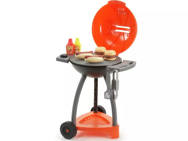 Argos is selling a mini BBQ toy set for kids – and it includes sausages and burgers