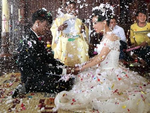 21 stunning photos of wedding dresses from around the world