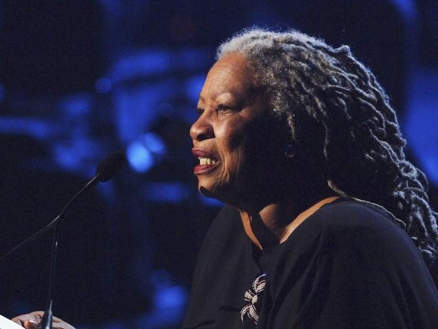 Tributes paid to 'giant' author Toni Morrison