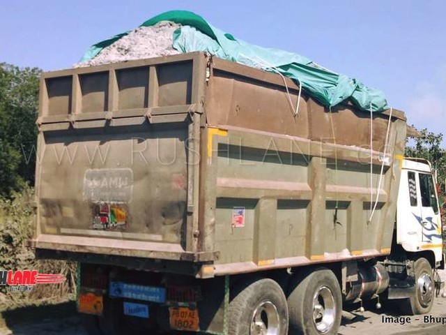 Trucks carrying construction material and waste without proper cover are banned