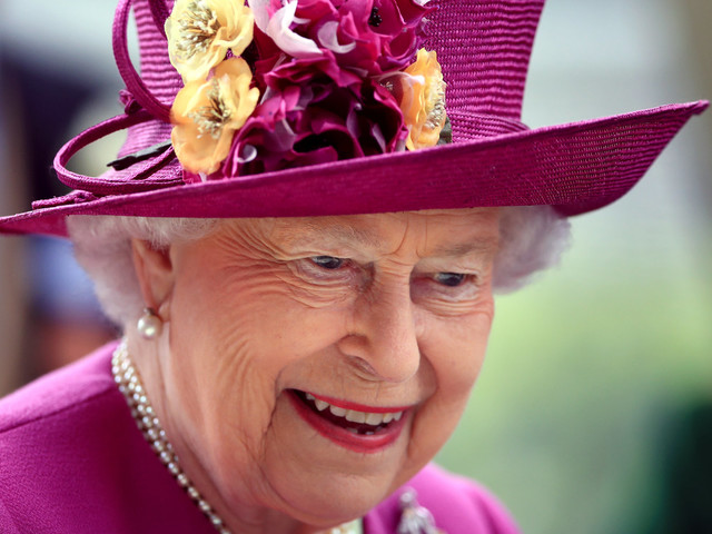 Queen To Get 8% 'Pay Rise' After Royal Estate Profits Soar - But Public Sector Workers Have No Such Luck