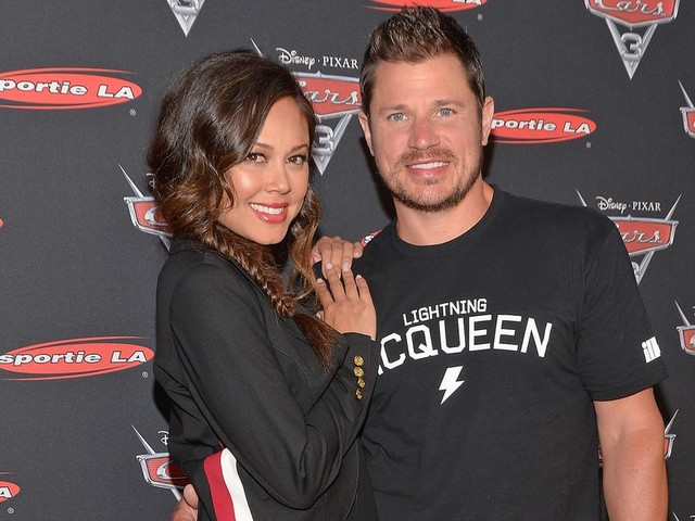 Vanessa Lachey Loses Wedding Ring, Nick Lachey Searches Through Garbage to Find It!