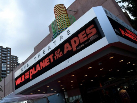 'Apes' swings to top of US box office