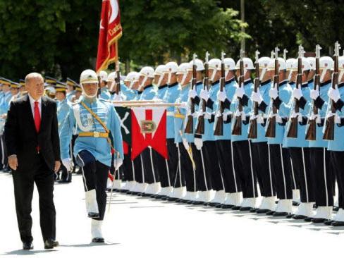 Turkey sacks 18,500 state employees in new decree