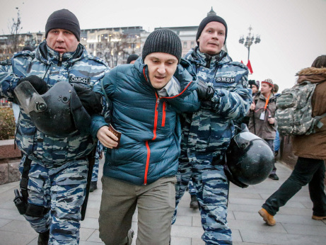 Russian police detain 380 at anti-Putin protest (Updated)