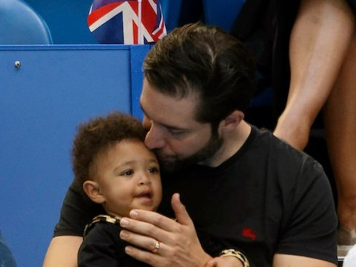 Reddit cofounder Alexis Ohanian wrote an honest essay about how he's still 'ambitious' after taking 16 weeks of paternity leave