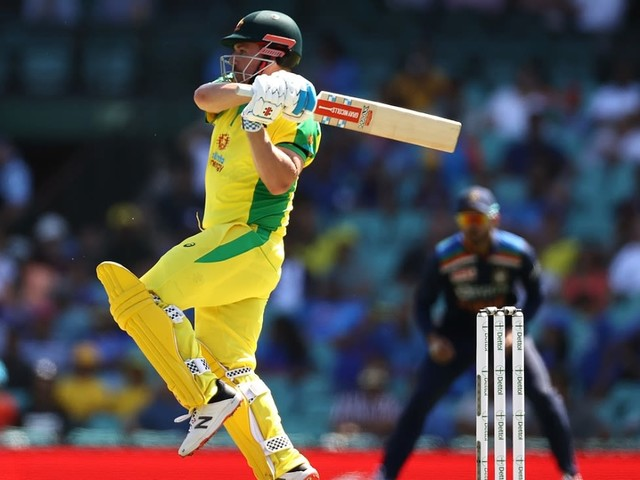 Australia bat in second ODI, Henriques replaces injured Stoinis