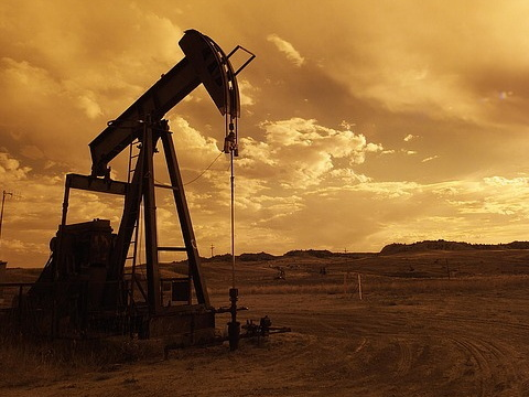 Which is the better growth stock: Tullow Oil plc or Sound Energy plc?