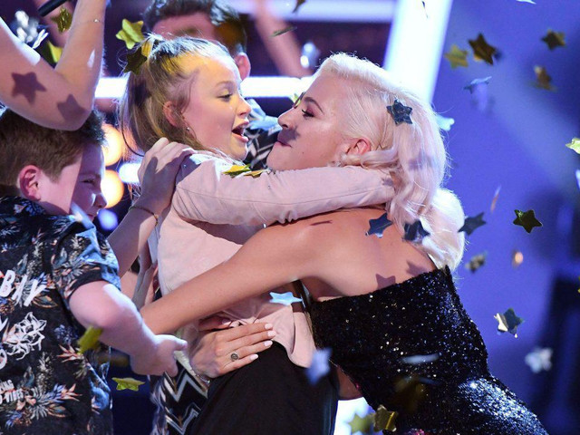 What does the winner of The Voice Kids get and how much is the bursary?