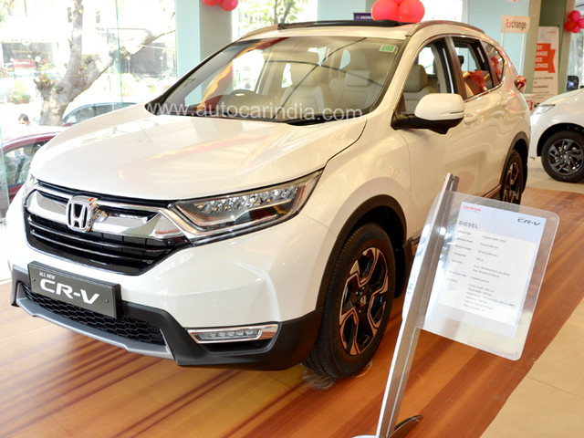 Discounts of up to Rs 5 lakh on the Honda CR-V this October