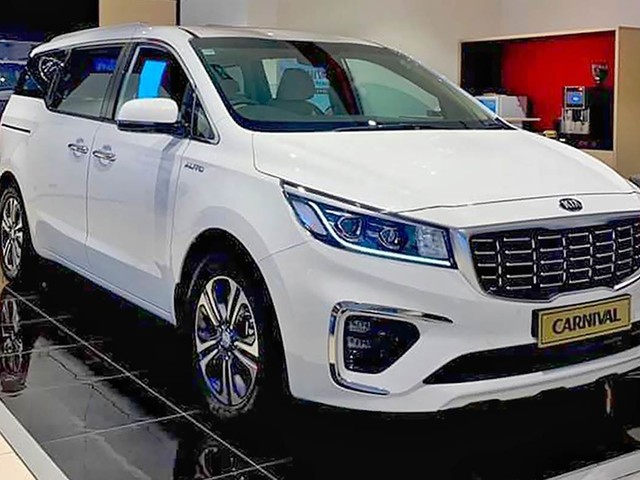 Upto Rs 3.75 lakh off on entry-level Kia Carnival