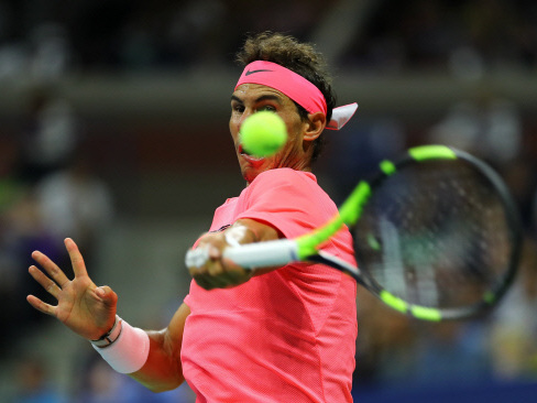 Nadal battles into US Open last 16, edges closer to Federer duel