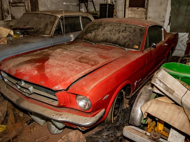 50 classic and antique cars that were found in a Pennsylvania barn will be auctioned off by a YouTuber — see the whole collection