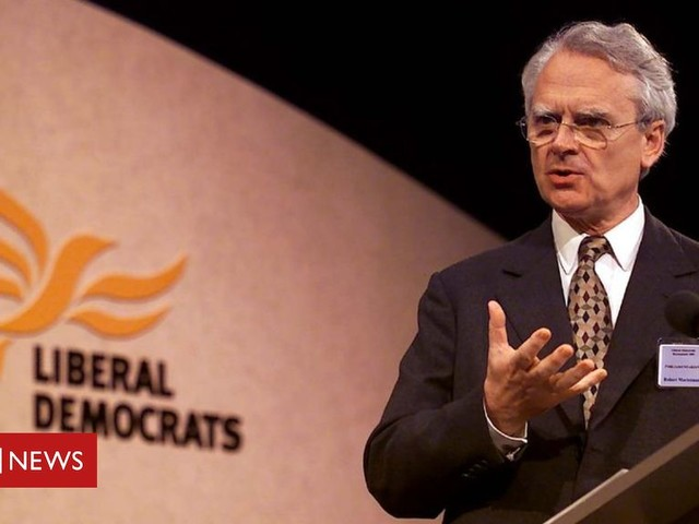 Lord Robert Maclennan: Tributes to former SDP leader and LibDem peer