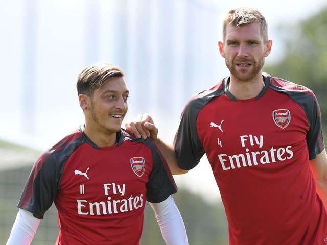 'I wasn't even allowed to look at them' - Per Mertesacker explains how player relationships have changed during his career