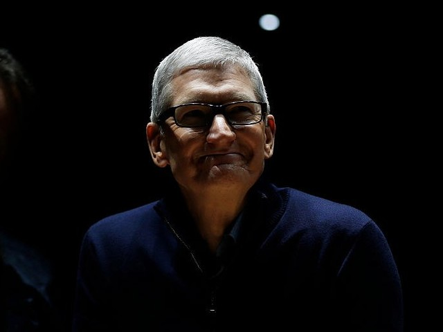 Private texts show FBI agents thought Tim Cook was a 'hypocrite' in the San Bernardino iPhone encryption fight (AAPL)