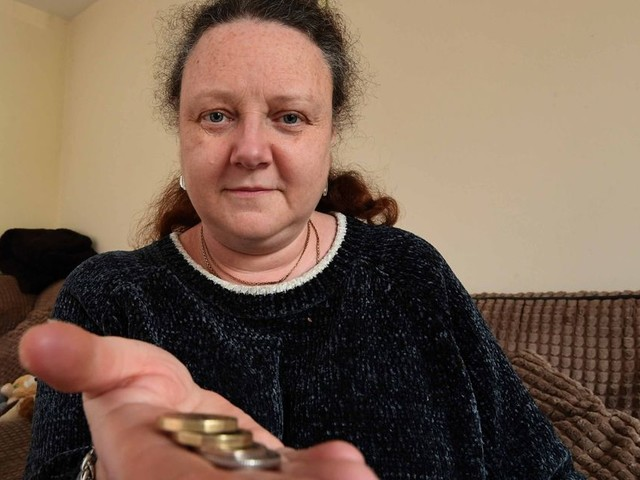 Couple with just £2.33 in bank 'could lose everything' over Universal Credit row