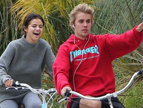 Justin Bieber & Selena Gomez Spend Time at Their Old Date Spot!
