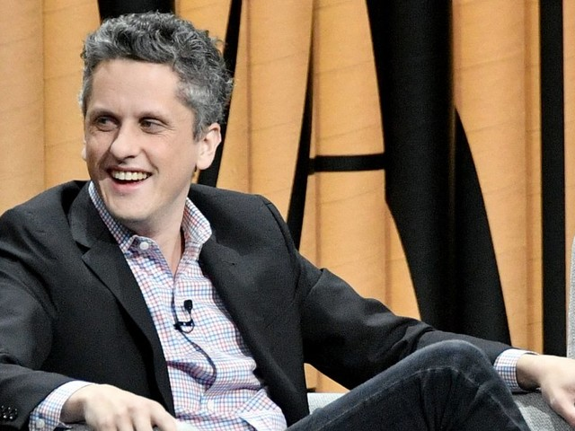 Box's Aaron Levie has some hilarious advice for Dropbox's Drew Houston on how to be CEO of a public company (BOX)