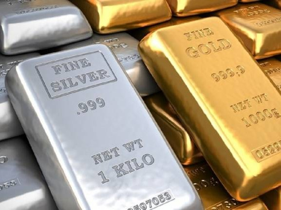 Gold hits record high of Rs 47,861 per 10 gram, silver up Rs 3,000 per kg