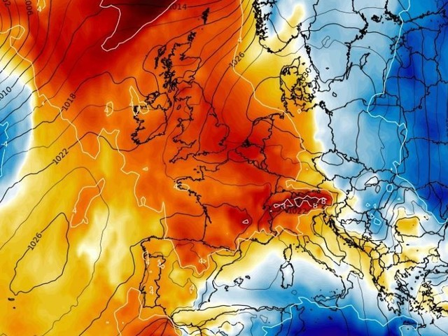 UK weather forecast: 24C heatwave to last until Easter as Britain warmer than Bondi but we still can't go out