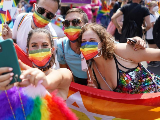 Thousands march for LGBTQ rights in Berlin parade