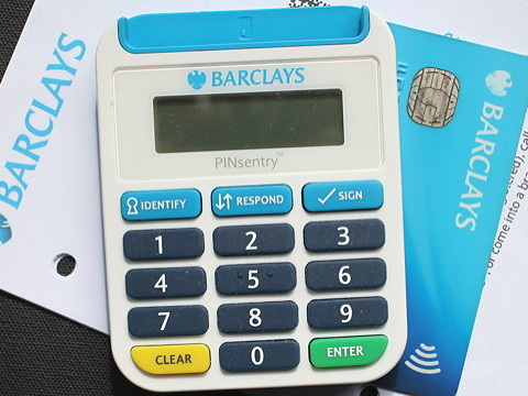 A 'secret' dividend and growth banking stock I'd buy over Barclays plc