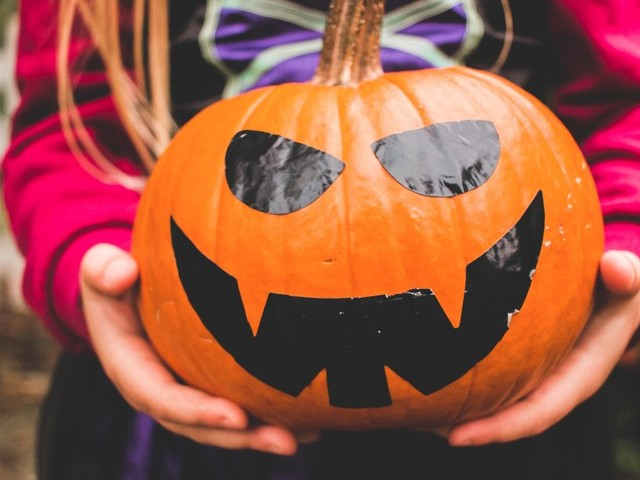 21 amazing pumpkin carving ideas that don't require much skill